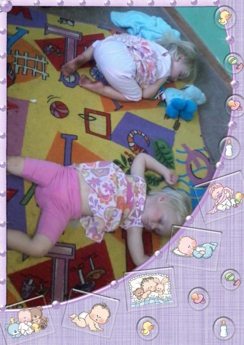 Die meisies slaap te lekker na kerk
