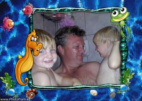 Lala en Bekkie stort lekker saam met pappa